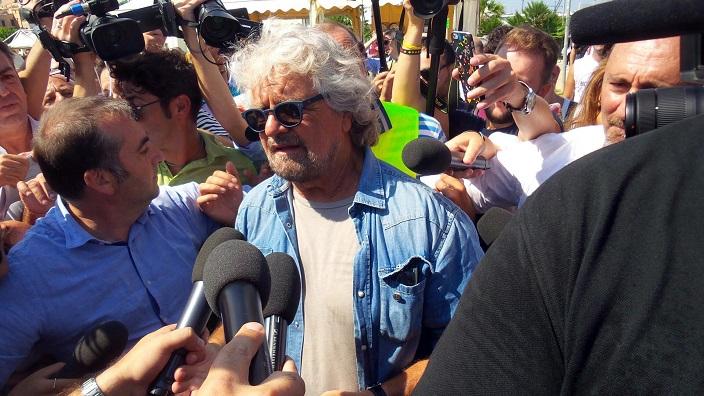 Beppe Grillo a Palermo per la Festa nazionale del Movimento 5 Stelle, 24 settembre 2016. ANSA / MICHELE NACCARI