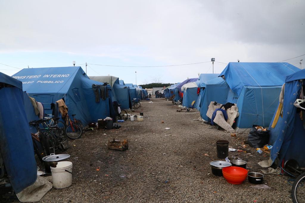 Migranti-tendopoli-San-Ferdinando