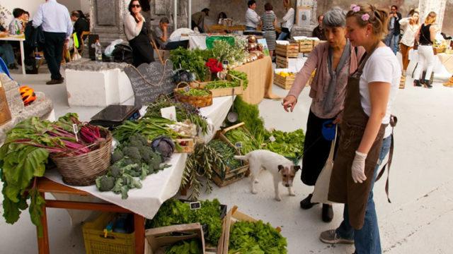 Food-Market-e-Brunch-nel-Chiostro-di-Santa-Caterina-a-Formiello-640x360-640x360