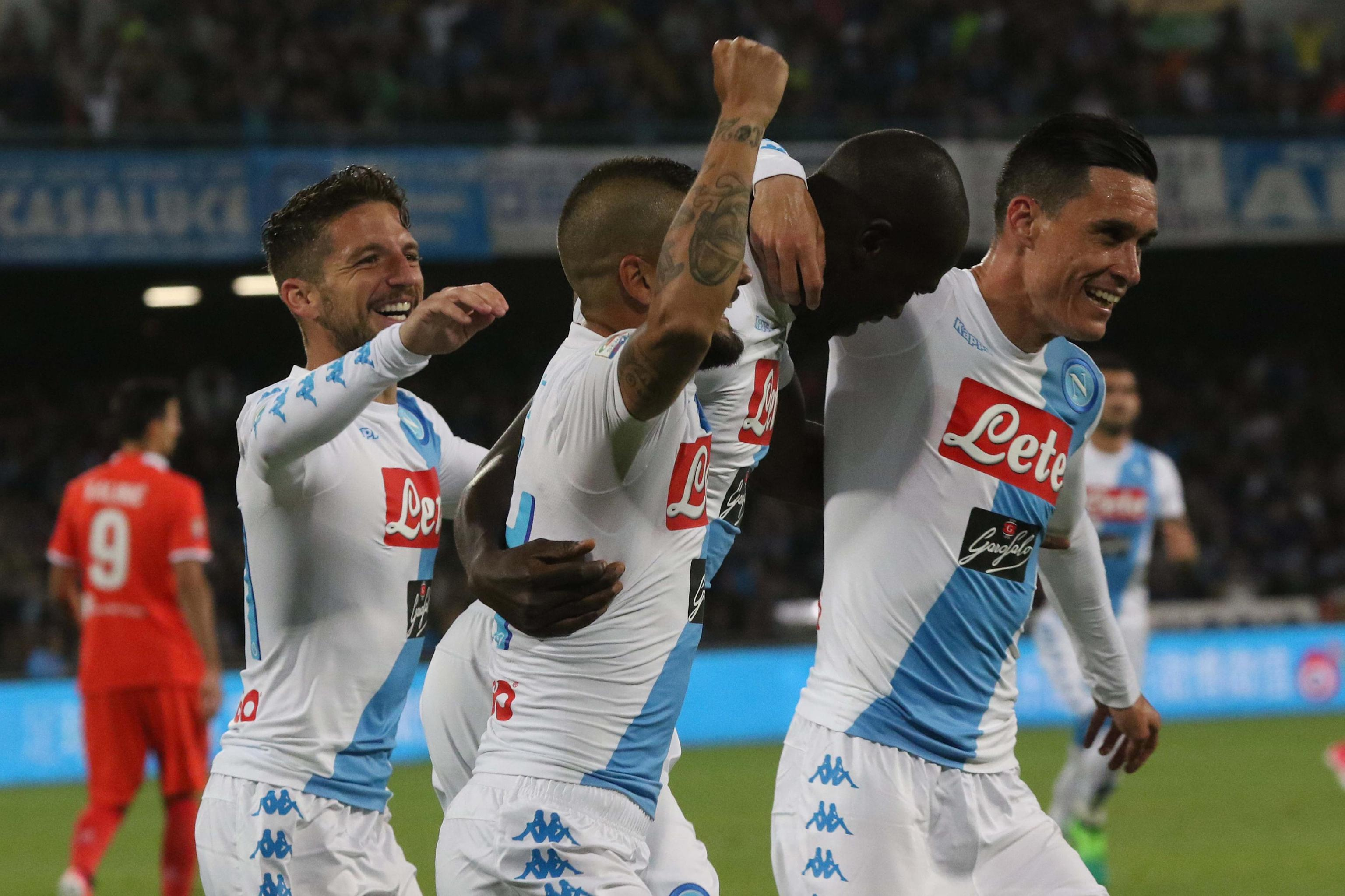 Napoli's Kalidou Koulibaly (R) jubilates with his teammates after scoring the goal during the Italian Serie A soccer match SSC Napoli vs ACF Fiorentina at San Paolo stadium in Naples, Italy, 20 May 2017. ANSA/CIRO FUSCO