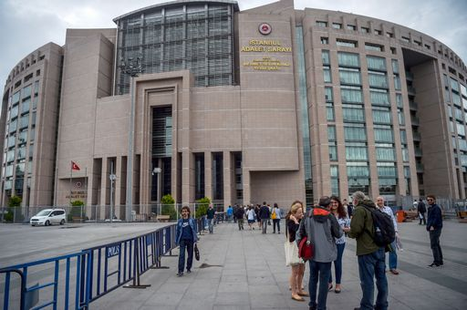 International observers and supporters arrive on June 19, 2017 at the Istanbul courthouse, where the trial of Turkish journalists is to take place.  17 suspects, including jailed journalists Nazli Ilicak, Ahmet Altan and Mehmet Altan, will appear before an Istanbul court on June 19 for the first time in a case into the media leg of the Fethullah Terrorist Organization (FETO). / AFP PHOTO / OZAN KOSE