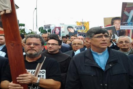 Il grido di Don Patriciello: muoiono le nostre mamme e i nostri bambini, non dobbiamo restare in silenzio