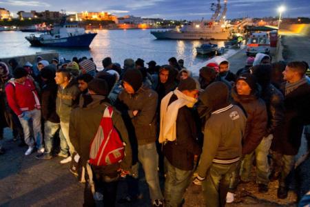 Il Sud in Prima Pagina. Migranti, nuova ondata: i porti diventano tendopoli. Europee, nel Sud Pd in fibrillazione. Napoli, lo scandalo dei permessi facili