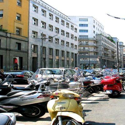 Napoli, blitz contro sosta selvaggia: verbali per 110 parcheggiatori e 650 automobilisti