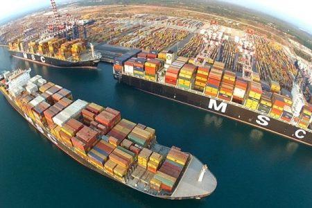 Maxi sequestro di coca nel porto di Gioia Tauro