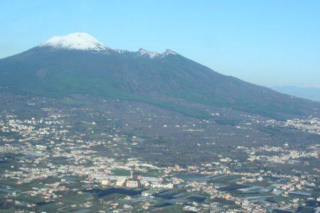 Rischio Vesuvio, stop alle nuove costruzioni nella zona rossa: arriva la stretta del governo