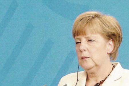 Le Prime Pagine dei Giornali. La Merkel contro Berlusconi. Statali, arriva la riforma. Auto verdi, arrivano gli incentivi