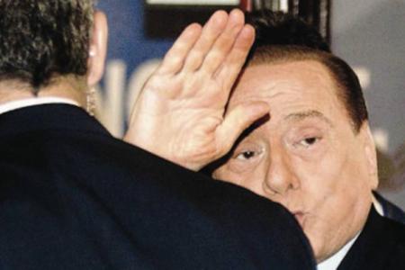 Patto Berlusconi-Junker per un governo di larghe intese?