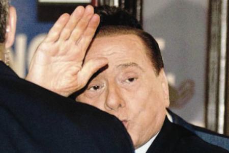 Berlusconi in ospedale per sostituire il pacemaker