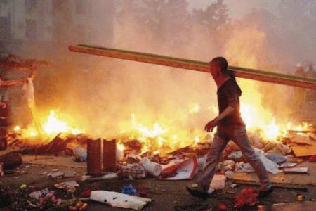Le prime pagine dei giornali. Ucraina, venti di guerra fra Nato e Russia – Torna il boia, decapitato un altro giornalista Usa