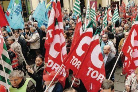 Le prime pagine dei giornali. Lavoro, scontro fra Renzi e la Cgil. Ucraina: Italia pronta a intervenire. Bomba d'acqua nelle Marche