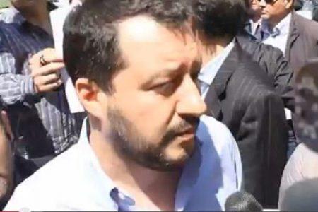 Salvini a Lecce, e scoppiano le proteste