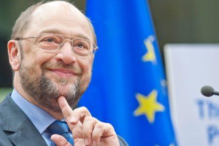 Schulz contro Grillo: mi ricorda Stalin, come attore non vale Berlusconi