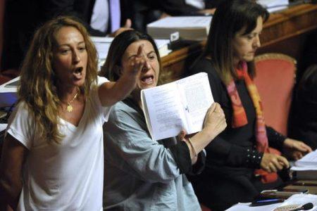 Parlamentari, addio ai vitalizi: primo sì alla legge