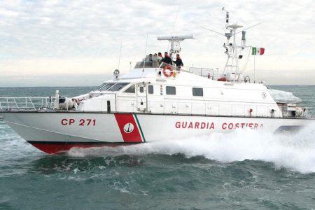 Punta Licosa, affonda l'imbarcazione: dieci persone salvate dalla Guardia Costiera