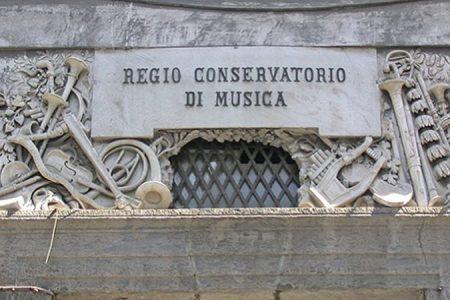 Vergogna Napoli, allarme per il Conservatorio: qui solo degrado