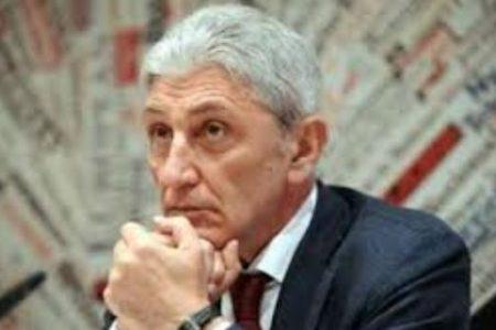 Parte anche da Napoli l'offensiva dei bersaniani contro il premier