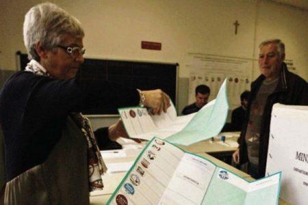 VOTO IN CAMPANIA, AFFLUENZA CALA DI OLTRE DIECI PUNTI RISPETTO AL 2011
