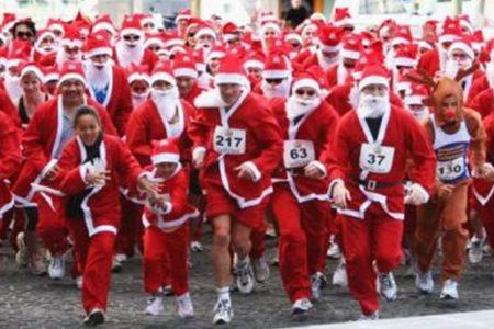 La prima maratona di Babbo Natale invade il centro di Napoli