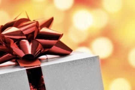 Regali di Natale, spenderemo in media 166 euro a testa