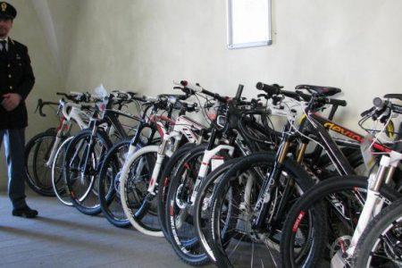 Palermo, scoperti tre depositi di biciclette rubate