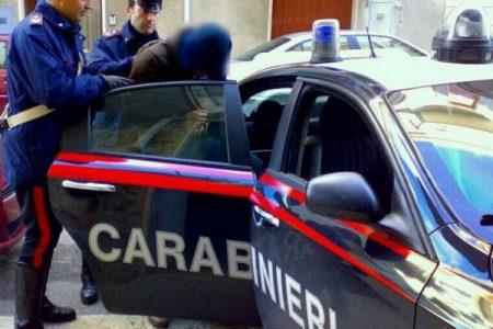 Violenza sessuale su 16enne, due arresti a Bari
