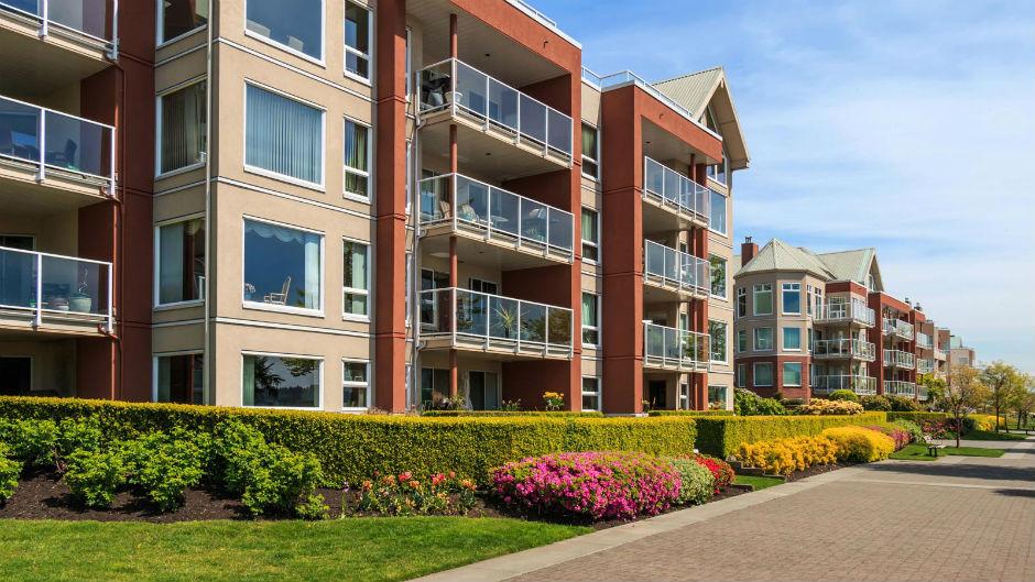 Gli impianti di condizionamento sui terrazzi: quando i condomini protestano per il decoro