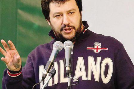#MAICONSALVINI, per il leader della Lega piazza vuota e contestazioni anche a Torino