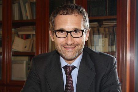 Avellino, lo scrittore Alfonso Celotto presenta l'impiegato statale ideale