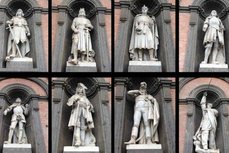Storie del Sud: gli otto giganti a guardia del Palazzo Reale di Napoli