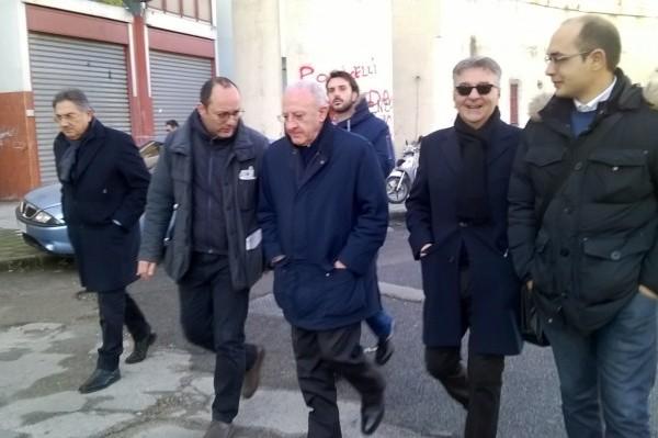 """Il caso De Luca, l'ex sindaco non cede: la """"Campania infelix"""" del premier"""