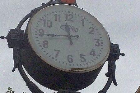 Dis-amministrazione, se l'orologio del Comune anticipa l'ora legale
