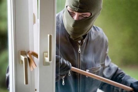 Liti in condominio: chi è responsabile per il furto che avviene tramite i ponteggi