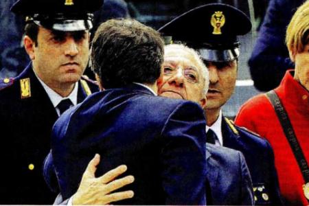 """De Magistris contro Renzi e De Luca: """"Siamo gli antipodi. Dopo il loro abbraccio sono andato via…"""""""