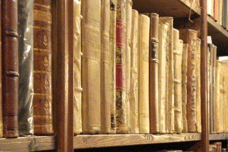 Documenti del '400 negli scantinati, lo scandalo dell'archivio storico di Caserta