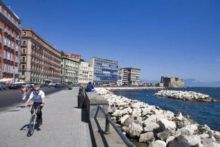 Domenica sul lungomare di Napoli una gara di trotto