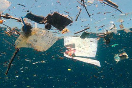 Allarme Mediterraneo, è sempre più inquinato dalla plastica