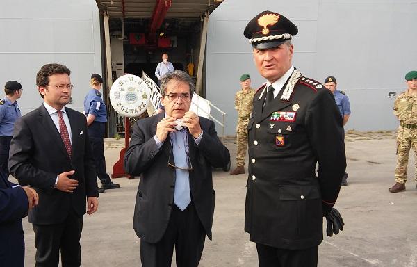 Il sindaco Bianco con il vicesindaco Consoli e il colonnello Casarsa