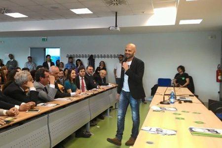"""Gli studenti napoletani urlano con Luca Abete: """"Non Ci Ferma Nessuno!"""""""
