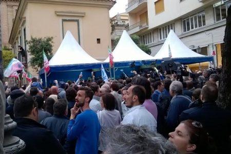 Una piccola strada per Berlusconi e Caldoro a Salerno, forse Piazza Plebiscito per De Luca con Renzi