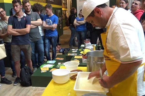 La giornata del latte, la Campania all'Expo con la mozzarella di bufala