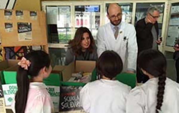 """Farmaci alle persone in difficoltà, a """"scuola di solidarietà"""" fra Scampia e Chiaiano"""