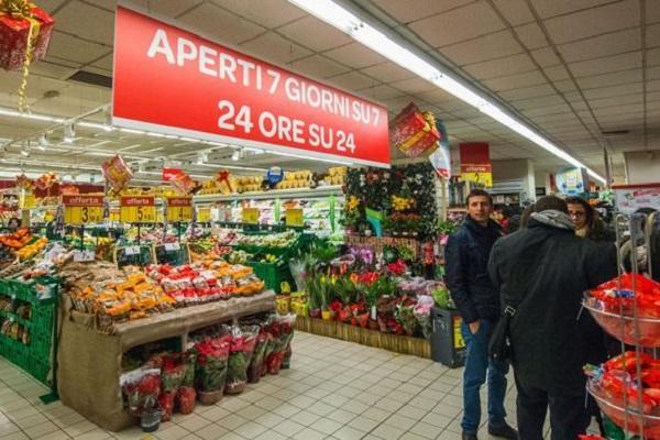 Fare la spesa di notte: da oggi anche a Napoli si può