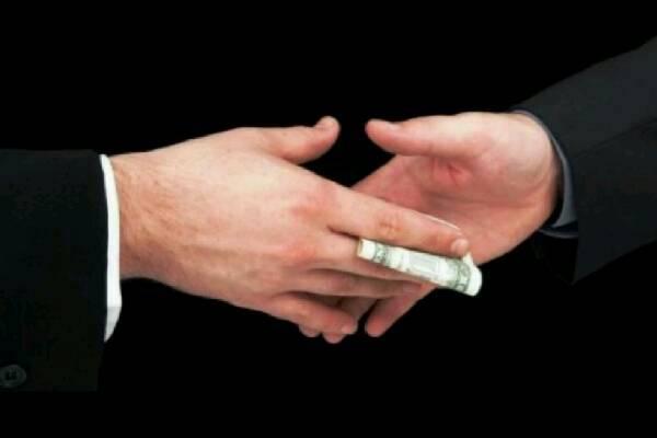 L'indifferenza sociale nutre le mafie e la corruzione