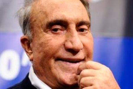 """Emilio Fede attacca Vespa e esalta Napoli: """"Avvoltoio vola via, questa è la terra mia"""""""