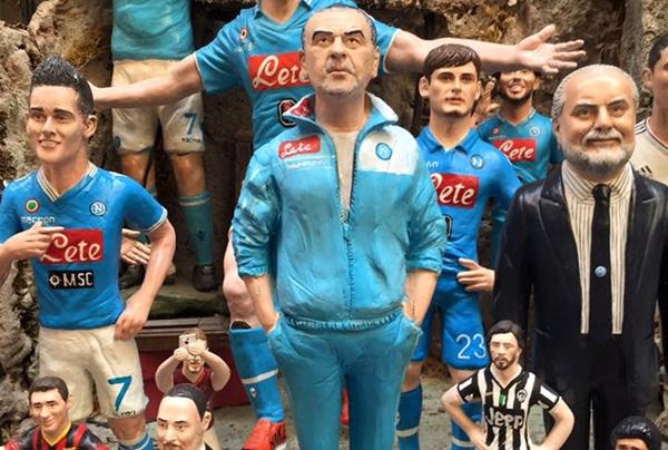 Calcio: spunta Maurizio Sarri tra le statuine del presepe