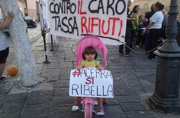Acerra: i volontari civici contro l'aumento della Tari, raccolte già 2000 firme, intanto il Comune sprofonda nei debiti