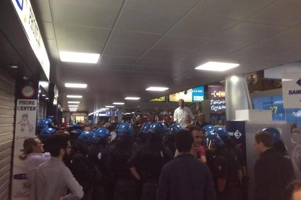 Lamezia Terme, aeroporto bloccato dai manifestanti: caos e disagi