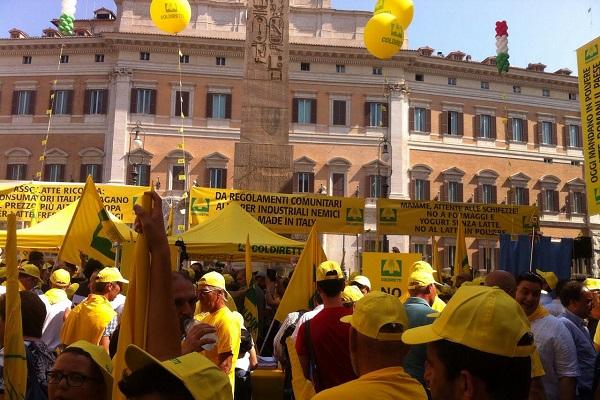 Formaggi senza latte, Coldiretti Campania in piazza a Roma
