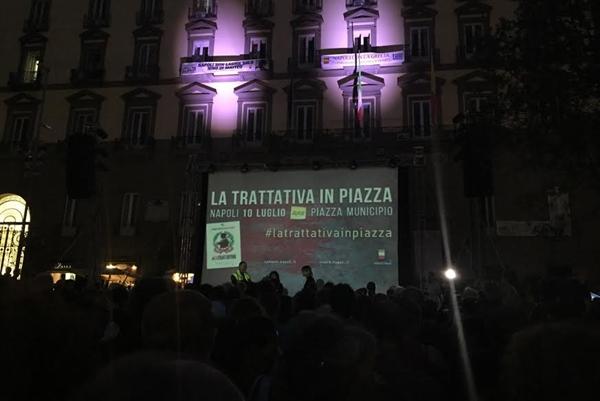 """Napoli, la """"Trattativa"""" in piazza"""